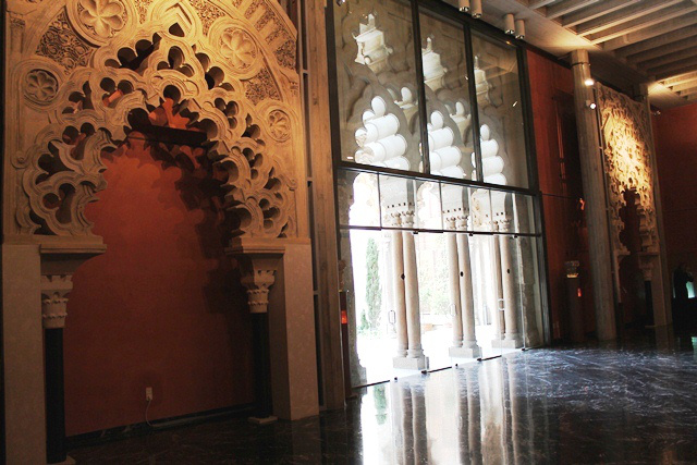 Imágen de los arcos que reclaman desde Madrid, expuestos en el salón San Jorge de la Aljafería de Zaragoza