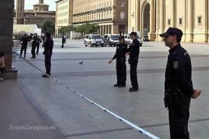 La policía rodea el Pilar tras la explosión de una bomba casera en su interior