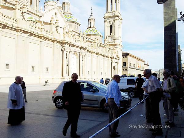 Autoridades civiles y religiosas acudieron al Pilar tras la explosión.