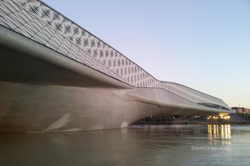 Pabellón Puente de Zaragoza durante la crecida de marzo del 2014
