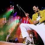 Actuación en Good Save The Queen como Freddie Mercury