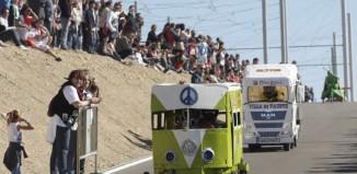 Carrera de Autos Locos en las Fiestas del Pilar de Zaragoza.