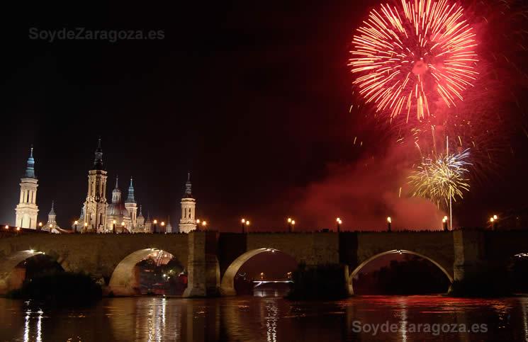 Fuegos Artificiales en las Fiestas del Pilar de Zaragoza 2014