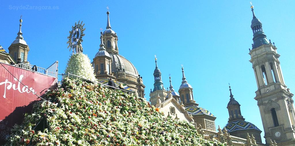 Ofrenda de Flores a la Virgen del Pilar en las Fiestas Patronales de Zaragoza