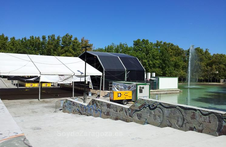 Zona del lago del Parque Delicias donde se sitúa la carpa de conciertos
