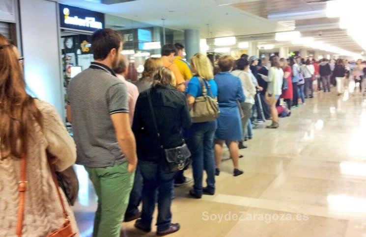 Filas para ir al cine durante la Fiesta del Cine en Zaragoza, con entradas a 2,90 euros.