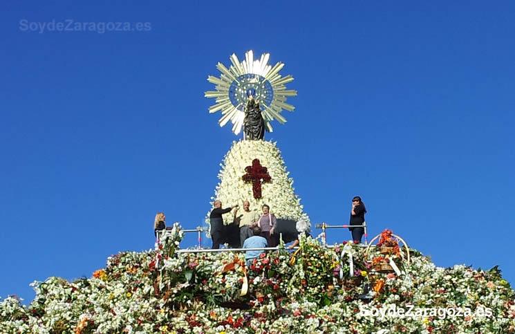 Manto de la Virgen del Pilar