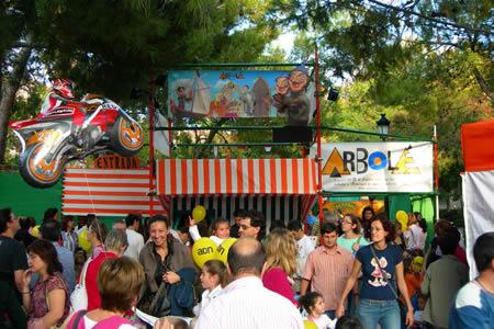 Entrada al Teatro Ambulante de marionetas en la Plaza de Los sitios