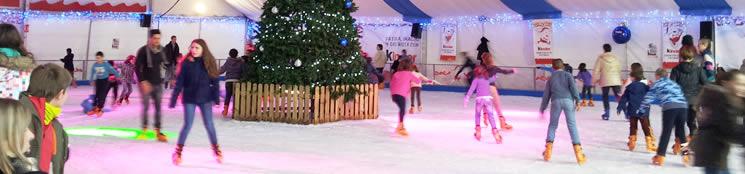 Pista de patinaje sobre hielo en la Plaza del Pilar de Zaragoza en la Navidad 2014 - 2015