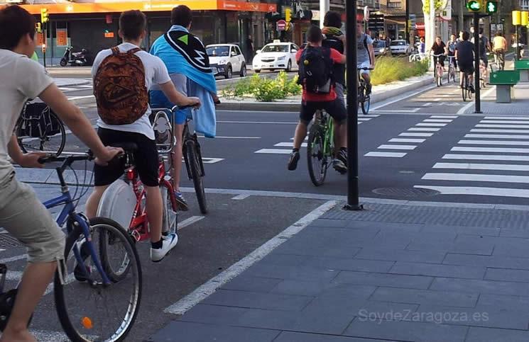 El Ayuntamiento permitirá circular a las bicicletas por 1.000 calles semipeatonales.