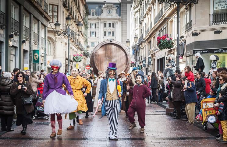 Los personajes del Carnaval Infantil de Zaragoza en el desfile del pasacalles de Carnaval en la calle Alfonso.