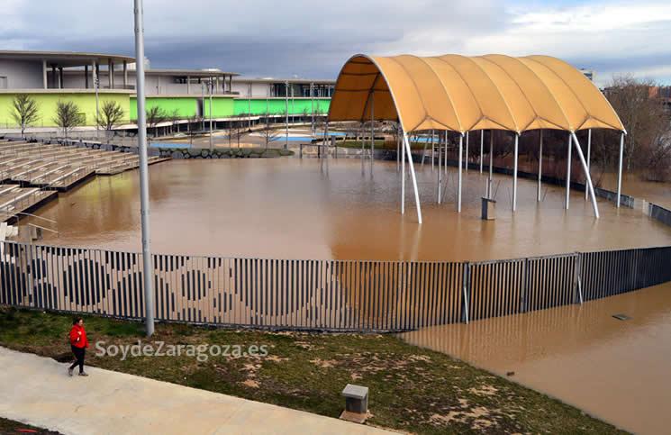 El anfiteatro de la Expo está inundado y el agua ha subido más que en otras crecidas