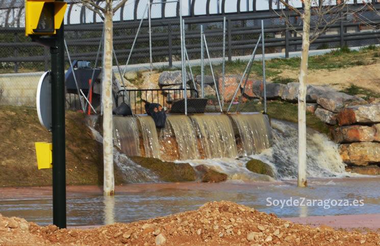 cascada-agua-ebro-inunda-avenida-ranillas