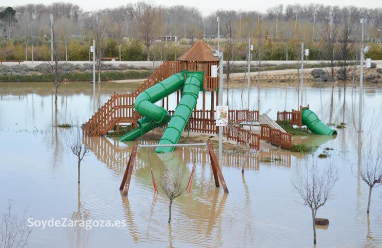 columpios-parque-agua-crecida-ebro