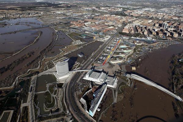Foto aérea de la Expo y meandro de Ranillas rodeado de agua.