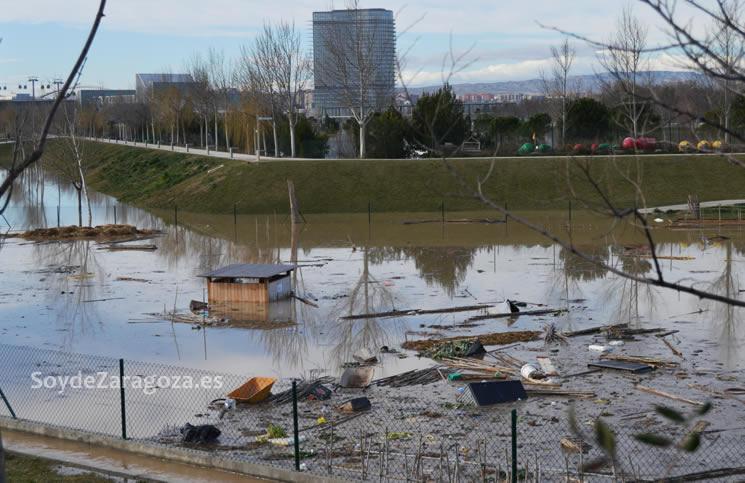 maquinaria-huertos-ecologicos-urbanos-parque-agua-destrozada-inundacion-crecida-ebro