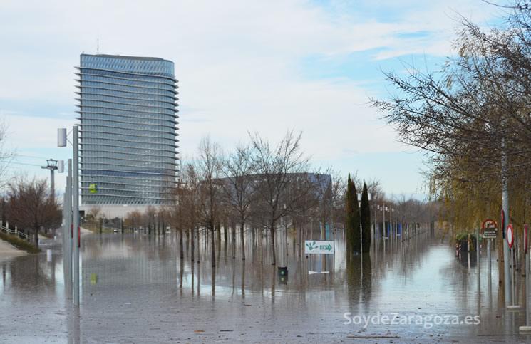 Inundación del Parque del Agua y los aparcamientos del rasto y la Torre del Agua
