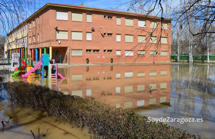 patio-colegio-jeronimo-zurita-inundado
