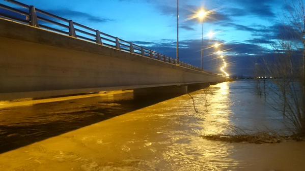 Puente de la Ronda Norte en la crecida del Ebro