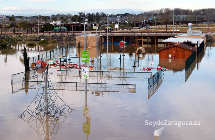 zona-de-juegos-parque-agua-inundada