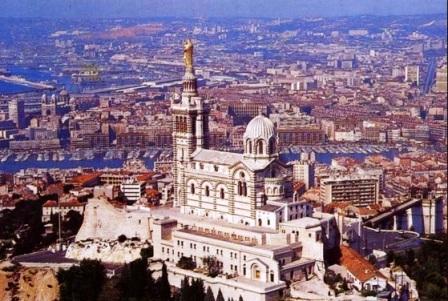 Marsella desde el aire, desde hace un año más cerca de Zaragoza