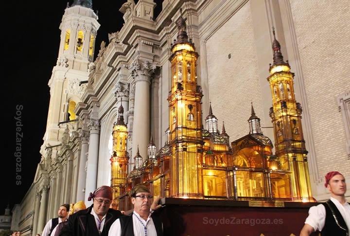 El Pilar de Cristal en el Rosario del Cristal en las Fiestas del Pilar.