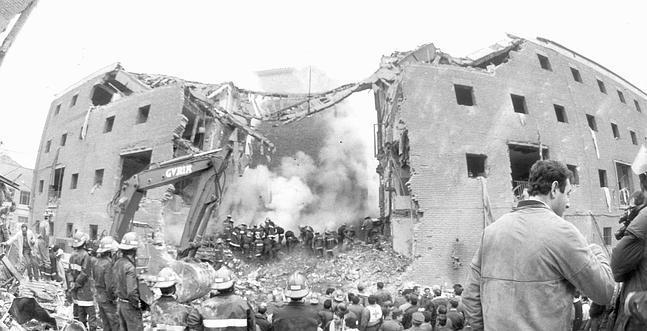 Una exposición conmemora el 30 aniversario del atentado a la casa cuartel de  Zaragoza d3c2f419537