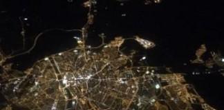 Foto de noche de Zaragoza desde un avión