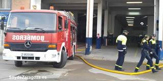 Un incendio arrasa la fábrica de Galletas Asinez en Valdefierro
