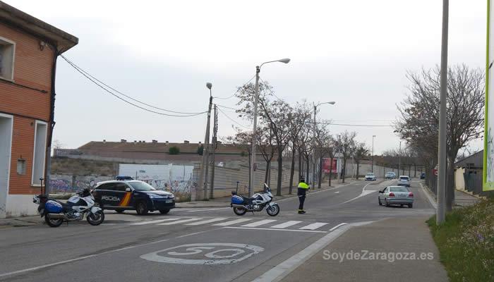 policia-corta-trafico-calle-biel-Valdefierro-Zaragozajpg