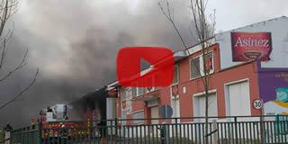 Vídeo del incendo en las naves de la fábrica de Galletas Asinez en Valdefierro