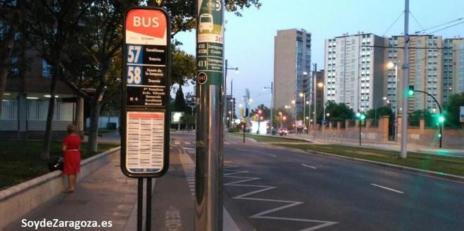 Paradas de la línea 57-58 de las lanzaderas del tranvía en Vía Ibérica. auzsa tuzsa