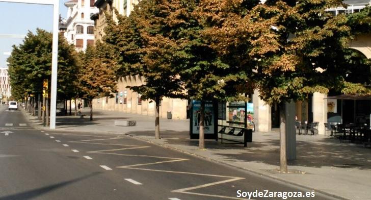Parada de la línea N1 de búho de Zaragoza en la Plaza de Aragón
