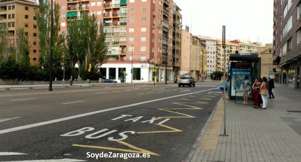 Parada de la Avenida Madrid /Aljafería en Zaragoza, paradas de autobús de la línea.