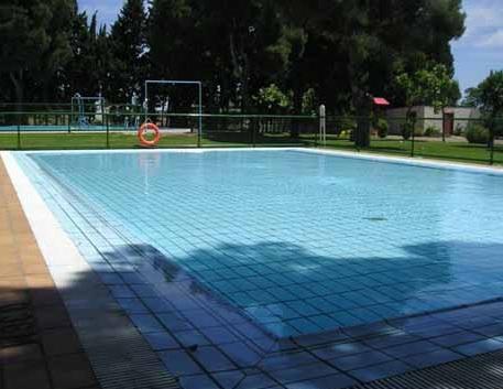 Piscina en el centro deportivo municipal de movera for Piscinas climatizadas zaragoza