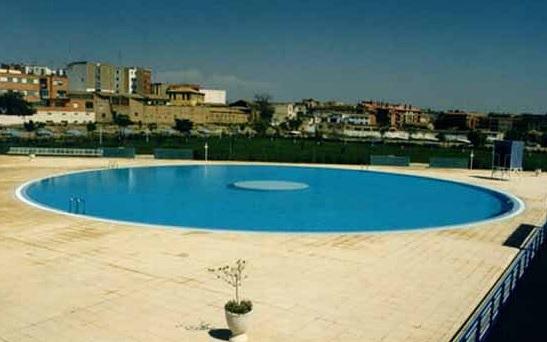 Piscina en el centro deportivo municipal de oliver for Piscinas climatizadas zaragoza