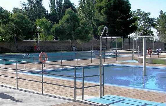 Piscina en el centro deportivo municipal de san gregorio for Tarifas piscinas municipales zaragoza