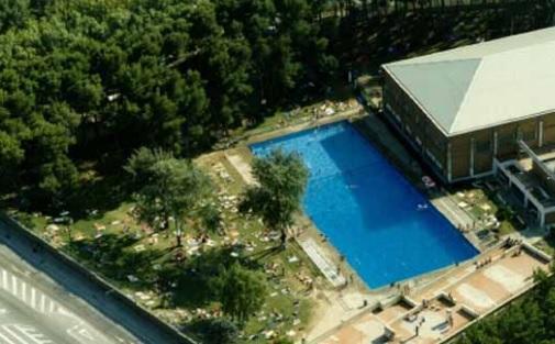 piscina en el centro deportivo municipal de salduba