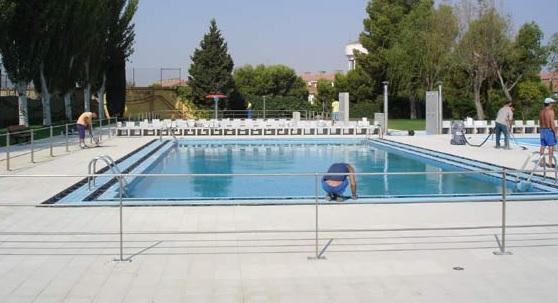 Piscina en el centro deportivo municipal de valdefierro for Horario piscina alaquas